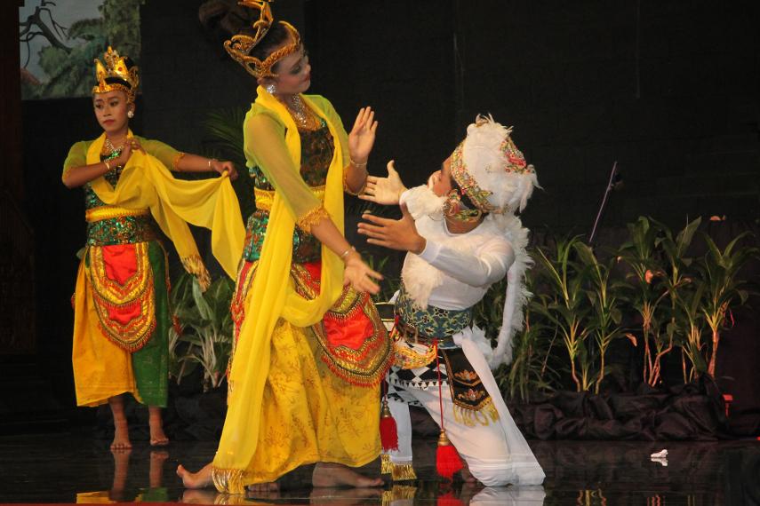 Tari ini menceritakan kisah Raden Asmorobangun dan Dewi Sekartaji yang  saling mencintai dan bercita-cita ingin membangun kehidupan sebuah keluarga yang harmonis