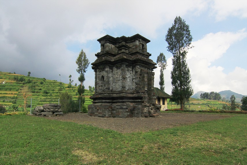Tidak seperti candi lain di kawasan Dieng yang dinamai berdasar epos Mahabarata, nama candi ini diambil dari nama Ibukota Kerajaan Dwarata di India