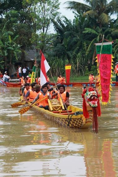 Tradisi perahu naga tidak lepas dari peristiwa Sungai Bek Lo dan kebudayaan sungai di Zaman Dinasti Cu