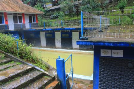 Tersedia pilihan kolam pemandian umum dan kamar-kamar khusus dengan privasi yang lebih terjaga