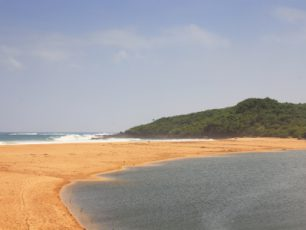 Pantai Berpasir Putih di Ujung Selatan Sukabumi