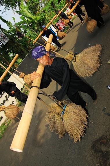 Rengkong merupakan kesenian tradisional yang lahir dari budaya Sunda yang dikenal agraris