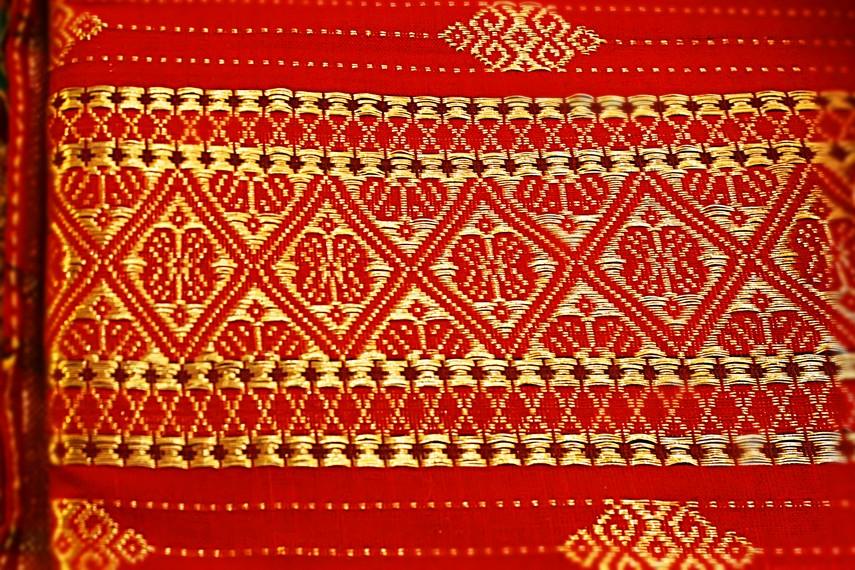 Kerumitan dan keunikan detail ornamen dalam motif tenun songket menjadi penentu harganya di pasaran
