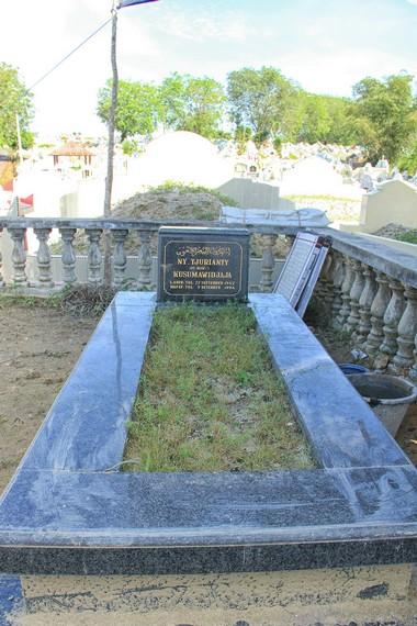 Tak hanya didominasi makam orang Tionghoa, pemeluk agama Islam juga boleh dimakamkan di Pekuburan Sentosa