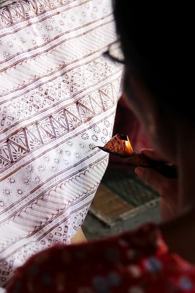Batik garutan ditulis secara bolak-balik, yang membedakannya dengan batik dari daerah Jawa Tengah