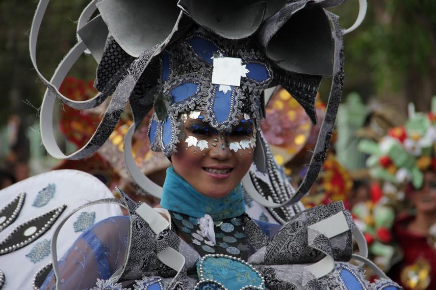 Festival Krakatau juga menjadi ajang peragaan busana bagi beberapa desainer ternama