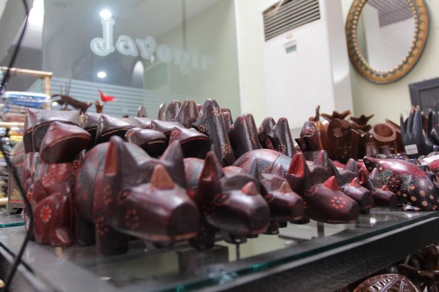 Kerajinan tangan khas Solo ini dijual dengan harga bervariasi mulai dari Rp20.000 hingga jutaan rupiah