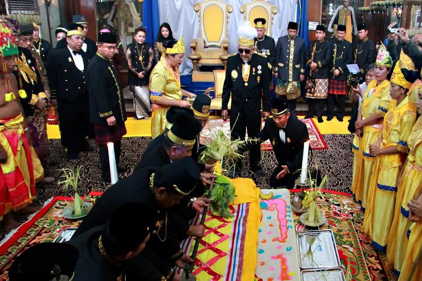 Tiang Ayu didirikan oleh beberapa orang keluarga Keraton, dengan disaksikan oleh Sultan
