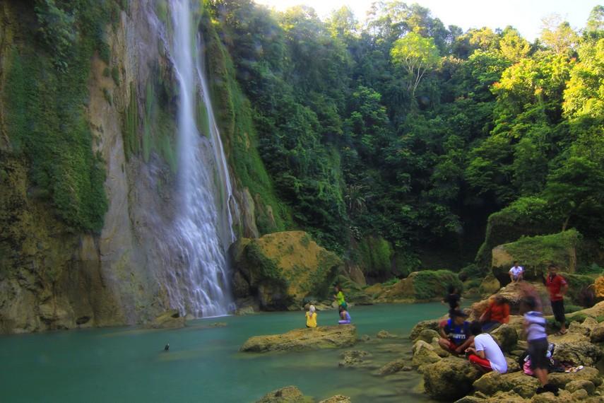 Letak air terjun ini sekitar 60 km arah selatan dari Kota Sukabumi