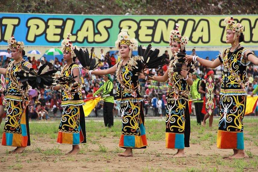 Meski kekuasaan Kesultanan Kutai telah berakhir, Erau sebagai peninggalan budaya Kesultanan tetap bertahan