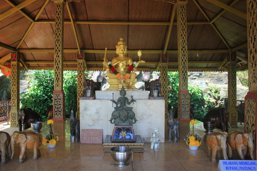 Vihara ini dibangun atas prakarsa warga Thailand yang bernama Anotahi Kamonwathin