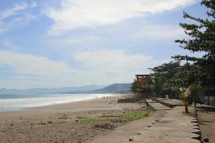 Garis pantai di Pantai Citepus memiliki ukuran yang panjangnya mencapai 3-5 km