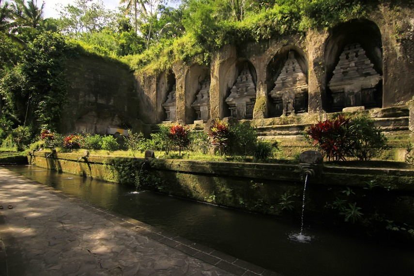 Lima candi di sisi timur sungai diperkirakan merupakan bangunan yang paling awal dibangun dari kesepuluh candi yang ada