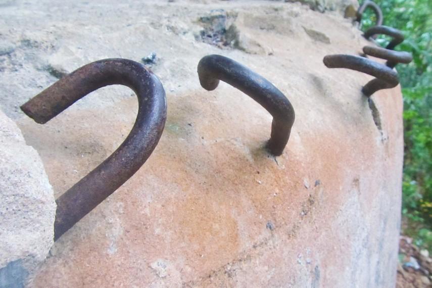 Di Bukit Vandreng ini dahulu terdapat 4 pos intai namun posisinya saling berjauhan
