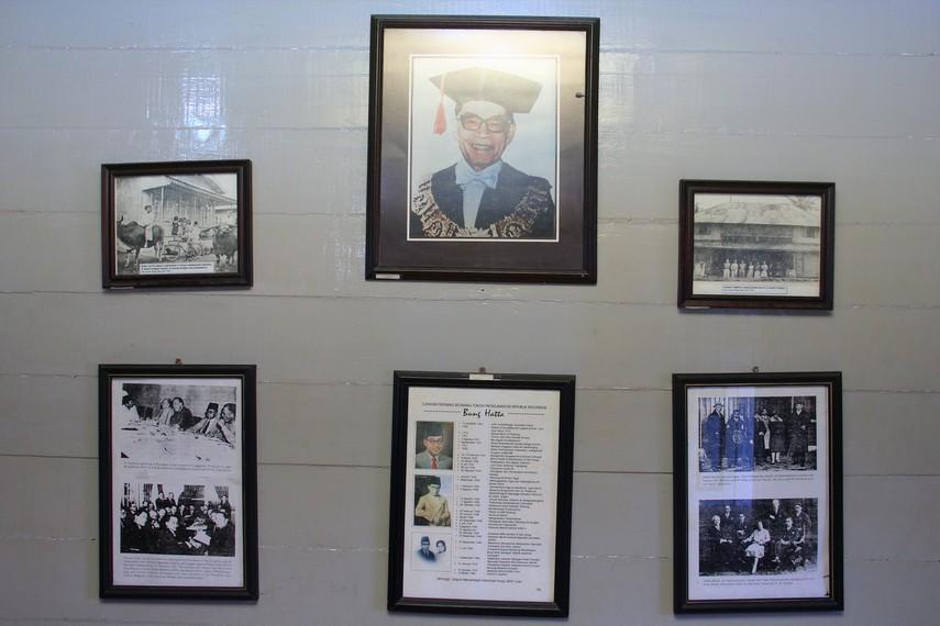 Di rumah kelahiran Bung Hatta, pengunjung dapat melihat foto-foto sang Proklamator selama hidupnya