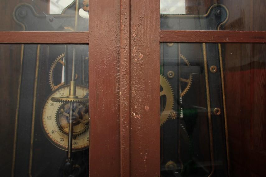 Mesin yang tersimpan dalam lemari di lantai tiga Jam Gadang ini menggerakkan jarum jam di empat penjuru mata angin