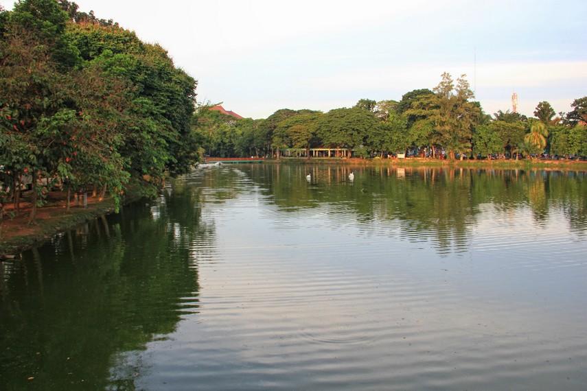 Taman ini awalnya dibangun untuk orang keturunan Belanda sebagai tempat olahraga