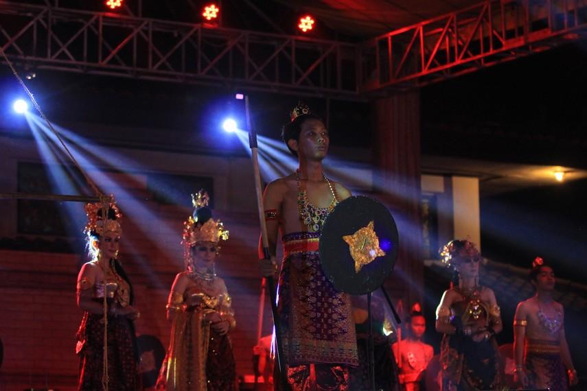Pembukaan tersebut ditandai dengan pertunjukan teatrikal yang menggambarkan pelayaran Kerajaan Sriwijaya sebagai kerajaan maritim terbesar di nusantara
