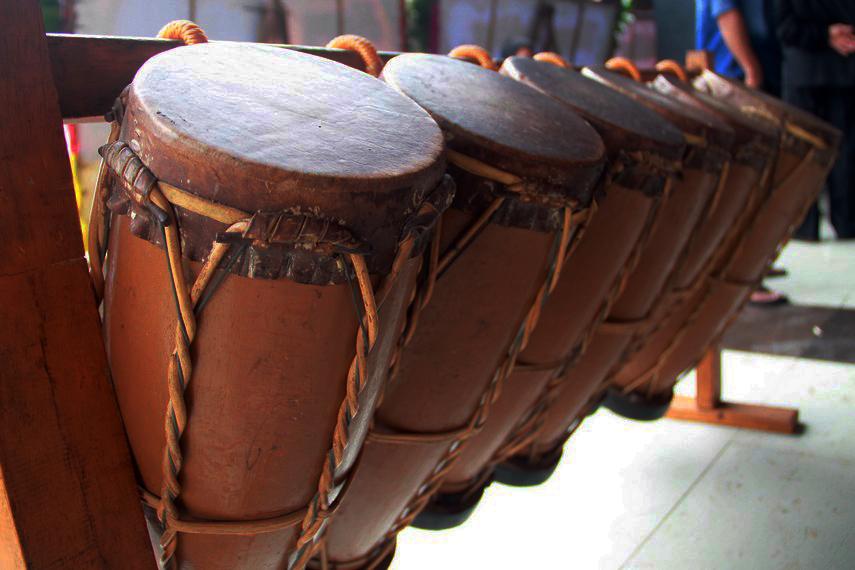 Alat musik Gordang biasa digunakan untuk mengiri musik gondang pada upacara yang bersifat tradisional