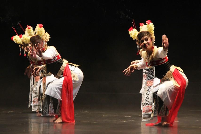 Calon Arang merupakan cerita rakyat yang berkembang dalam tradisi masyarakat Jawa dan Bali
