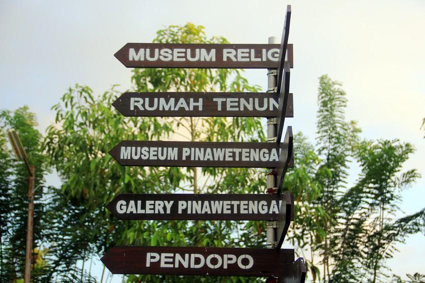 Pusat kebudayaan ini terdiri dari beberapa area yang bisa dikunjungi seperti museum religi, rumah tenun, hingga museum pinawetengan