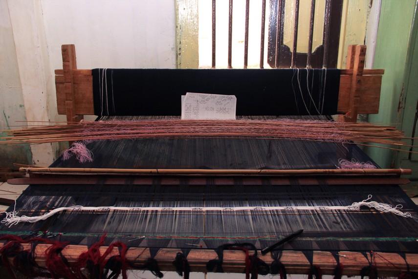 Dayan merupakan alat tenun yang biasa digunakan untuk menghasilkan kain songket Palembang