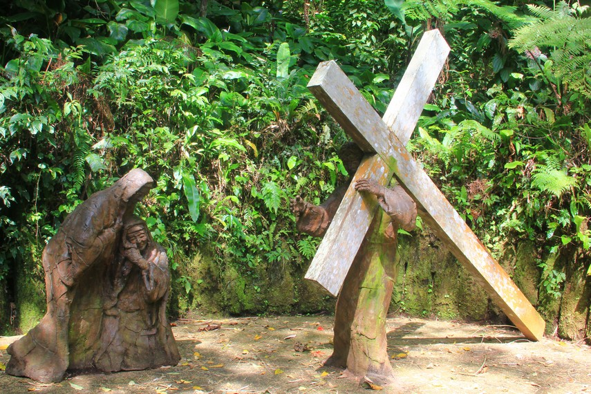 Yesus bertemu dengan Maria ibunya menjadi salah satu titik dari 14 titik yang ada di Bukit Doa