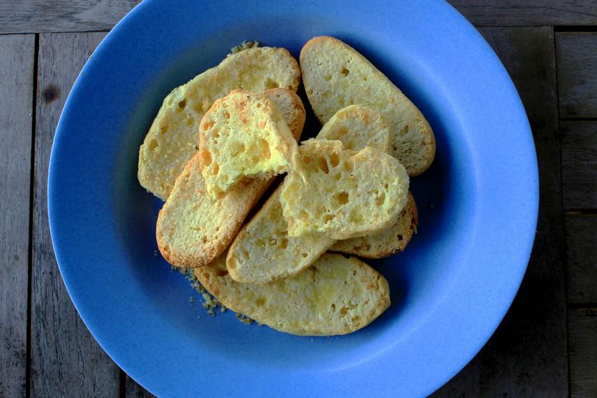 Harga roti bagelan juga relatif terjangkau, dijual dengan harga sekitar Rp20.000 - Rp30.000