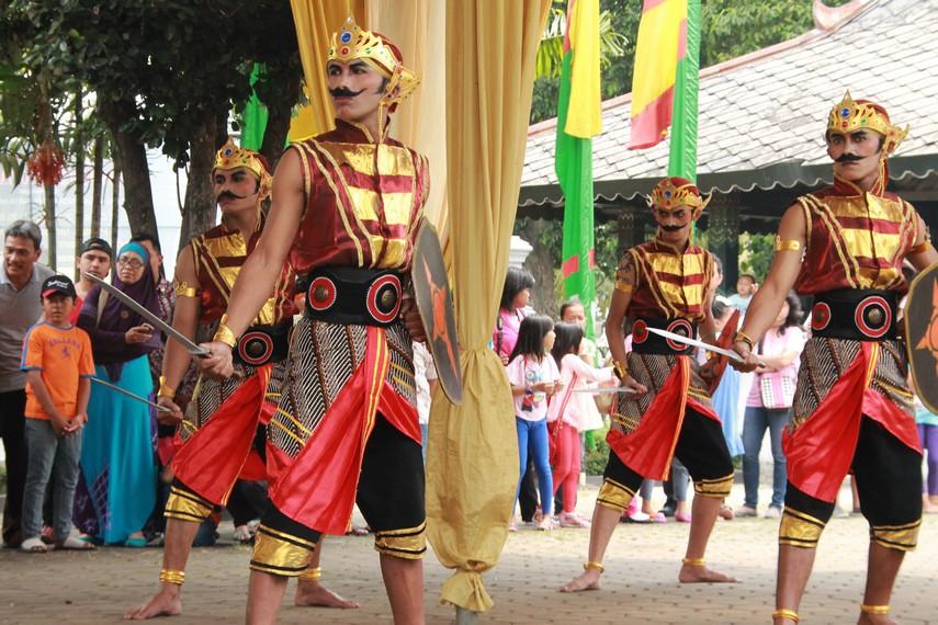 Peperangan sengit ini pun pada akhirnya dimenangkan para prajurit Asmara Bangun Menang