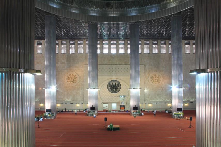 Secara keseluruhan masjid Istiqlal dibangun di lahan seluas 9,5 hektare