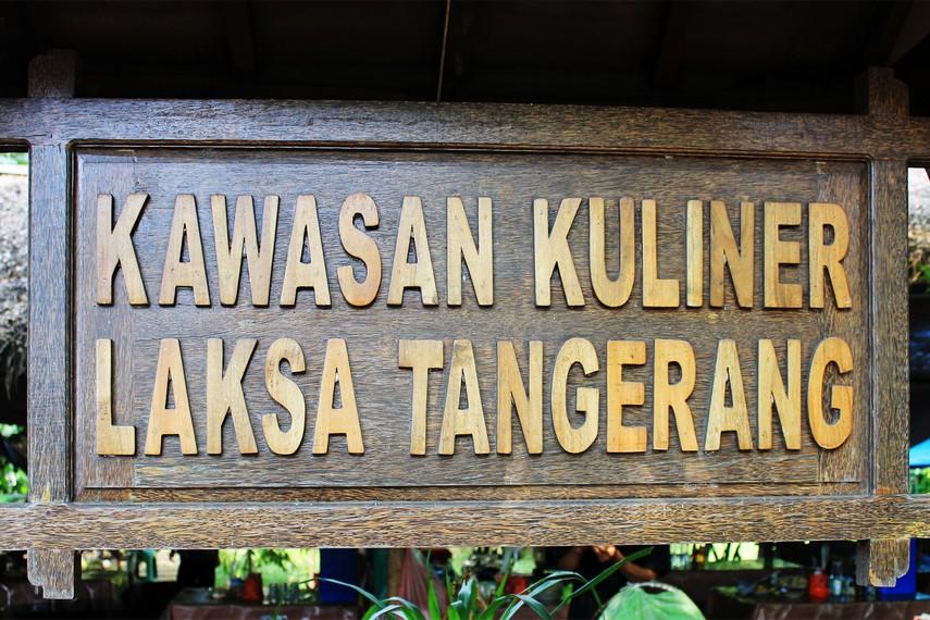 Kawasan Kuliner Laksa Tangerang berada di Jalan TMP Taruna