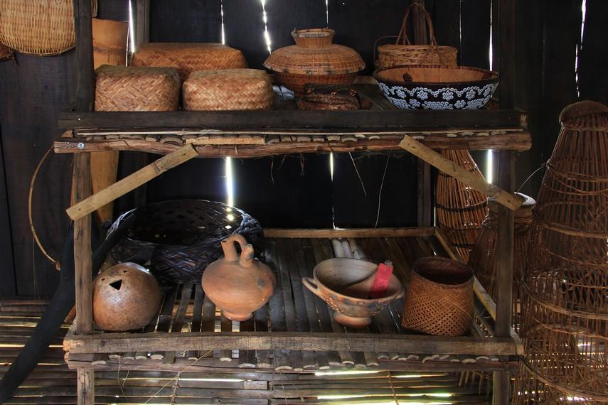 Ketiga bagian tersebut terbagi menjadi beberapa bagian, seperti garang atau lintut, haluan dan kakudan, ruang gedongan atau ambin, dan ruangan dapur