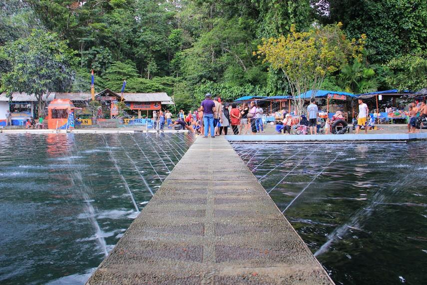 Pemandian Cibulan dibagi dalam 2 kolam, semuanya dapat digunakan sebagai tempat berenang bersama ikan dewa