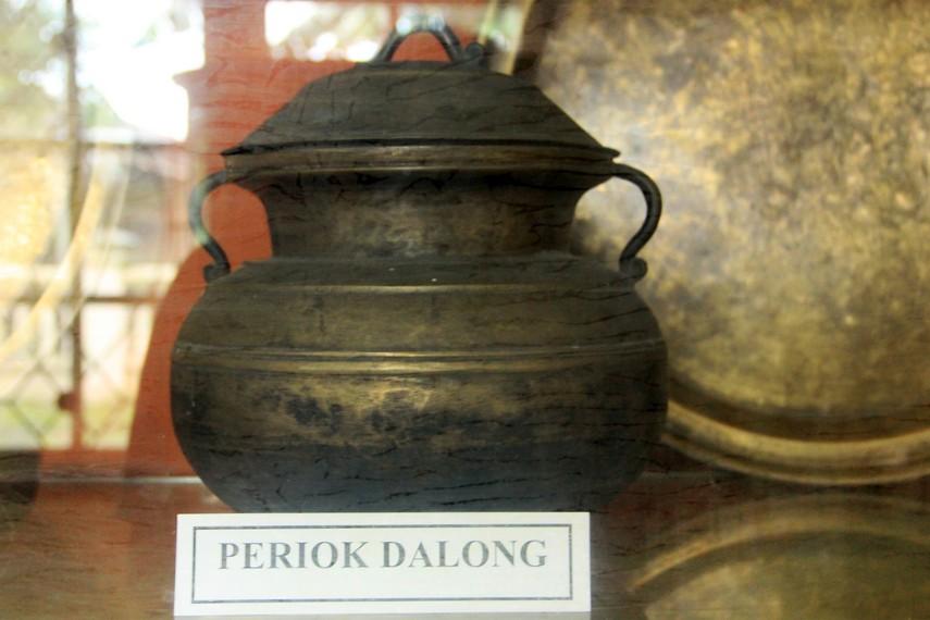 Periok Dalong, salah satu peralatan rumah tangga di jaman Kerajaan Badau yang masih tersisa