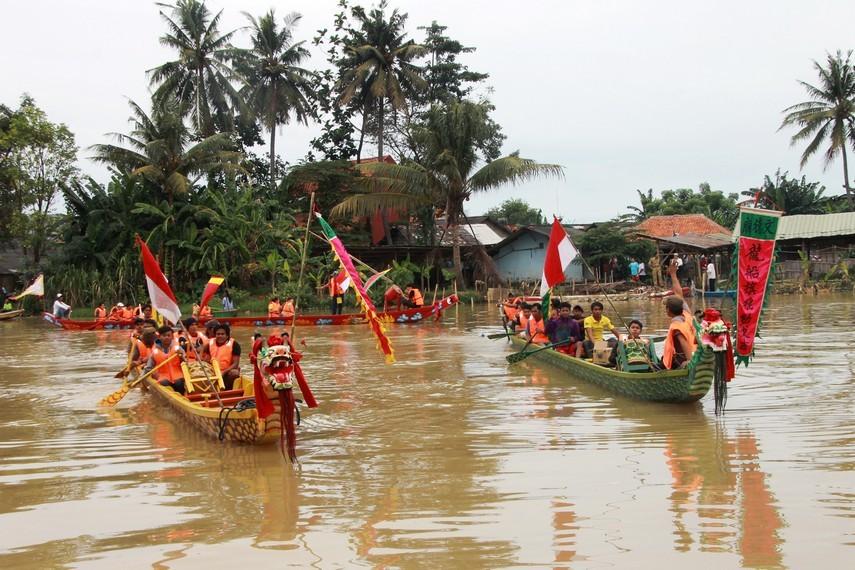 Peristiwa Sungai Bek Lo menceritakan seorang menteri besar yang dikenal tangguh dan berpengaruh bernama Qu Yuan