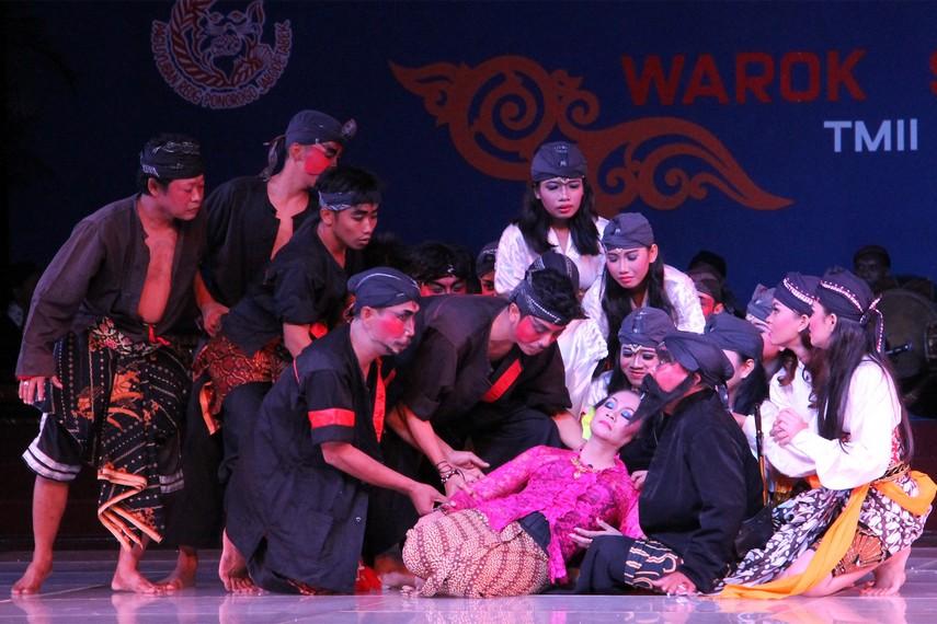 Roro Suminten yang merupakan anak dari Warok Gunaseco yang mencintai Raden Subroto