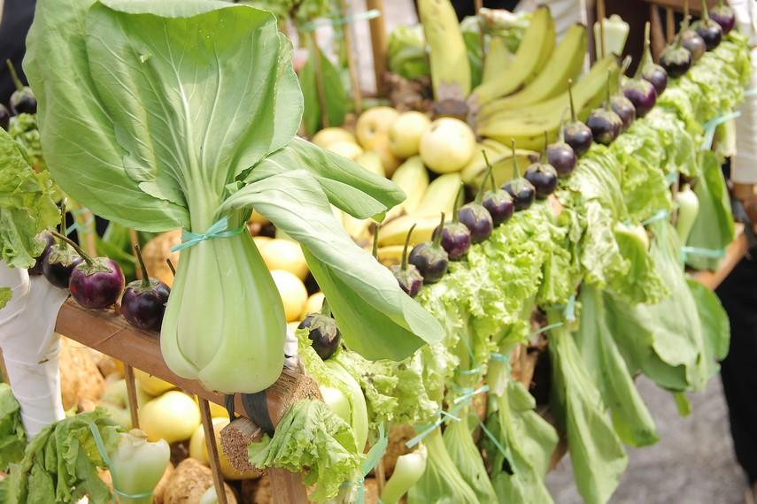 Selain buah, sayur-sayuran juga menjadi bagian dari isi dongdang dalam tradisi helaran dongdang