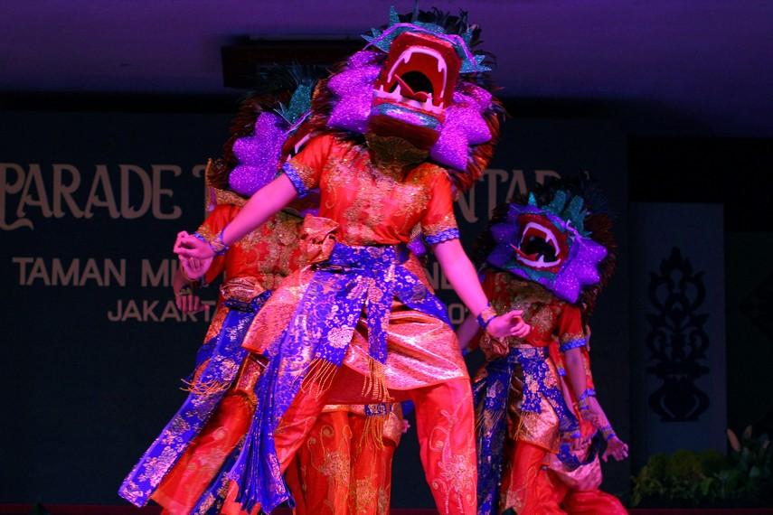 Topeng Naga Cina merupakan unsur yang diambil dari budaya dan tradisi Cina