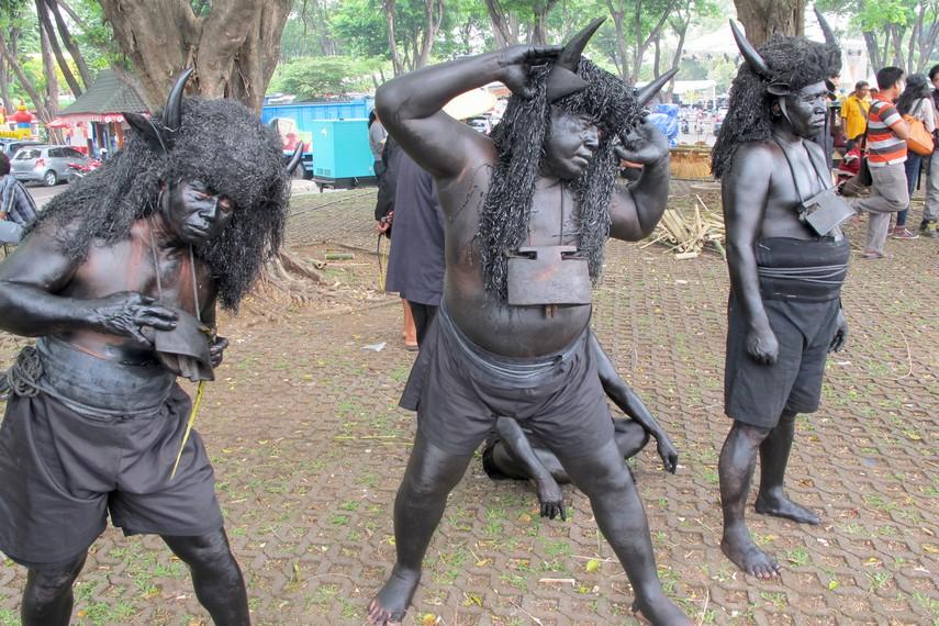 Kebo-keboan yang siap membajak sawah milik petani dalam tradisi kebo-keboan