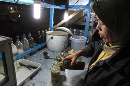 Ubek Tawa adalah minuman serupa cincau
