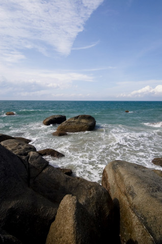 Pemandangan batu karang yang menjadi daya tarik tersendiri