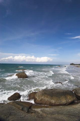 Pantai yang juga membuat wisatawan mancanegara jatuh hati