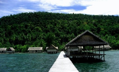 Pemandangan Pulau Wangi Wangi dari Kri Eco Resort