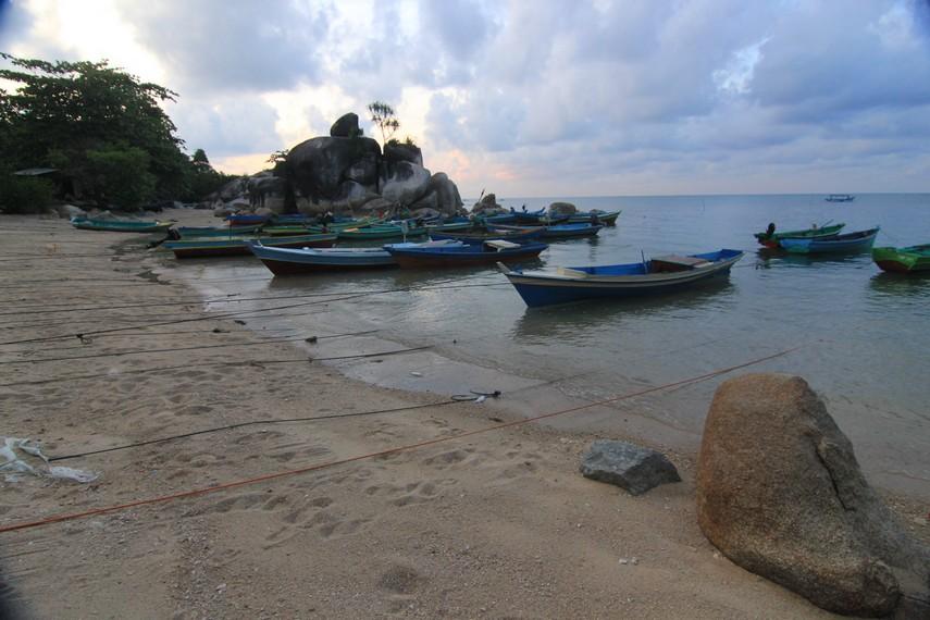 Letaknya yang tersembunyi membuat Pantai Tanjung Layang jarang diketahui para pecinta wisata pantai