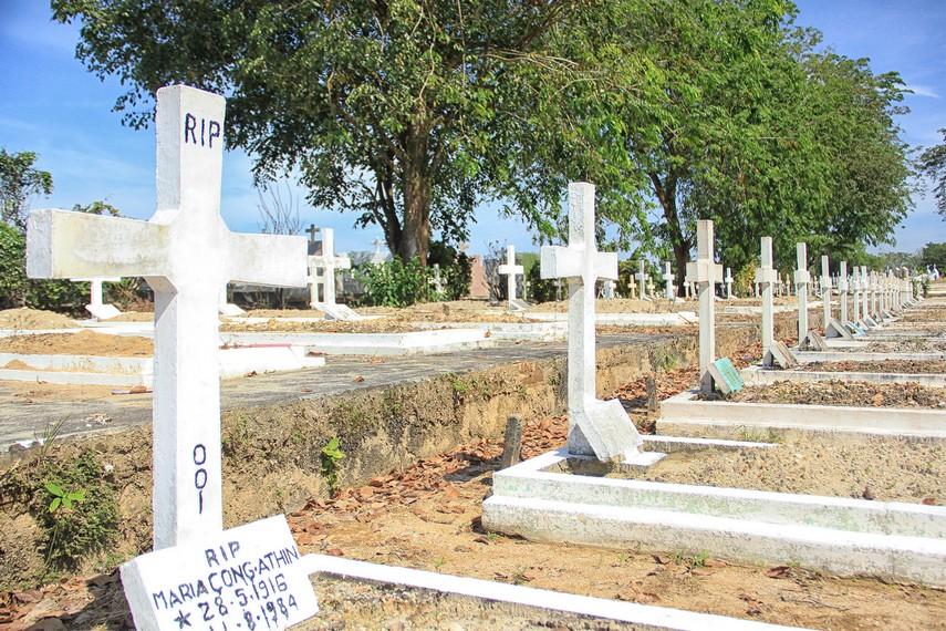 Makam umat Katolik juga menghiasai Pekuburan Sentosa yang ada di Pulau Bangka