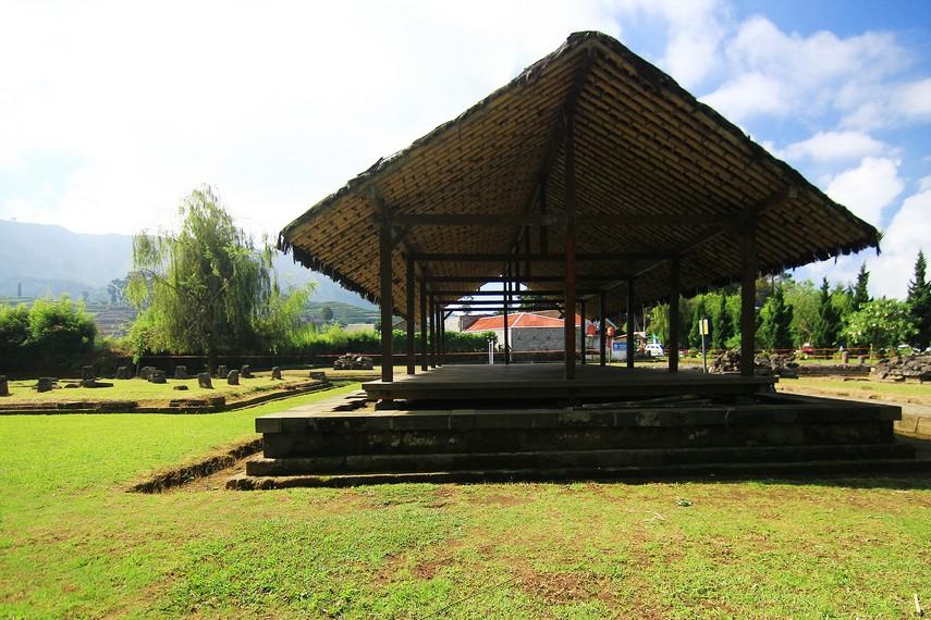 Dharmasala merupakan tempat bagi umat yang ingin bersembahyang untuk merapikan pakaian sebelum masuk ke tempat suci