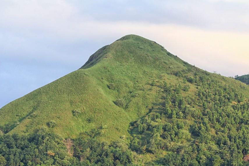 Namun bukit ini juga dikenal dengan nama Bukit Tunjuk, karena pada sisi pandang yang lain justru berbentuk seperti jari yang sedang menunjuk ke atas