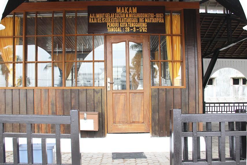 Aji Imbut merupakan Sultan pertama Kutai Kartanegara yang dimakamkan di kompleks ini pada tahun 1838 M