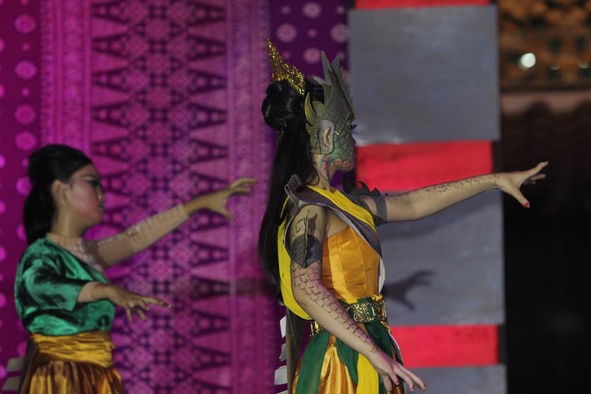Sebagai pementasan tari hasil adaptasi dari sebuah cerita legenda, sendratari Konga Raje Buaye tidak memiliki pakem gerak tarian