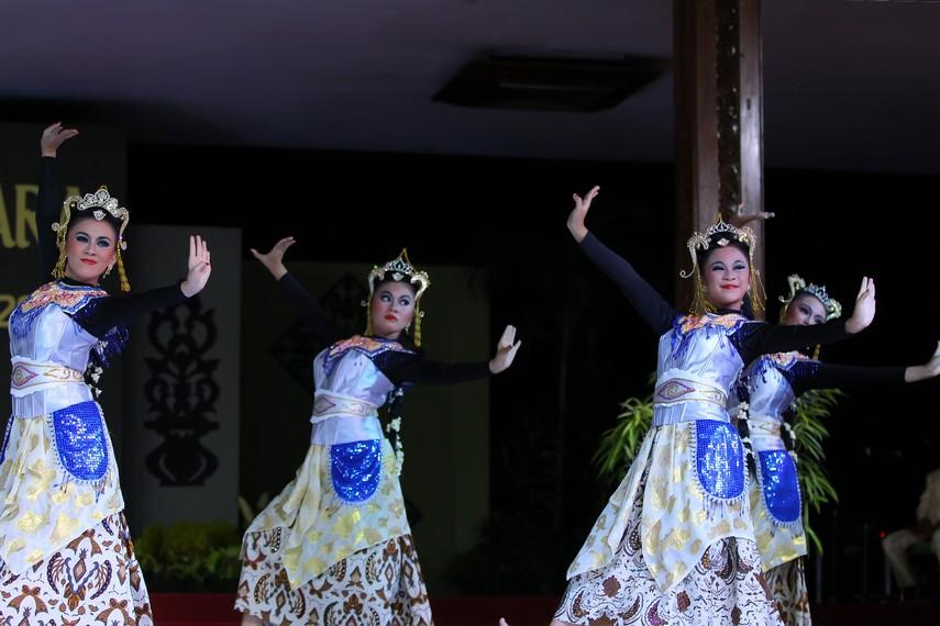 Gerak tari sandekala terinspirasi dari berbagai tari tradisional Jawa Barat, seperti  tari topeng dan tari ronggeng
